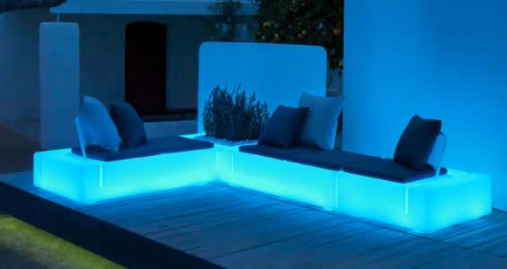 Clairez vos espaces int rieurs ext rieurs avec du - Mobilier jardin lumineux ...